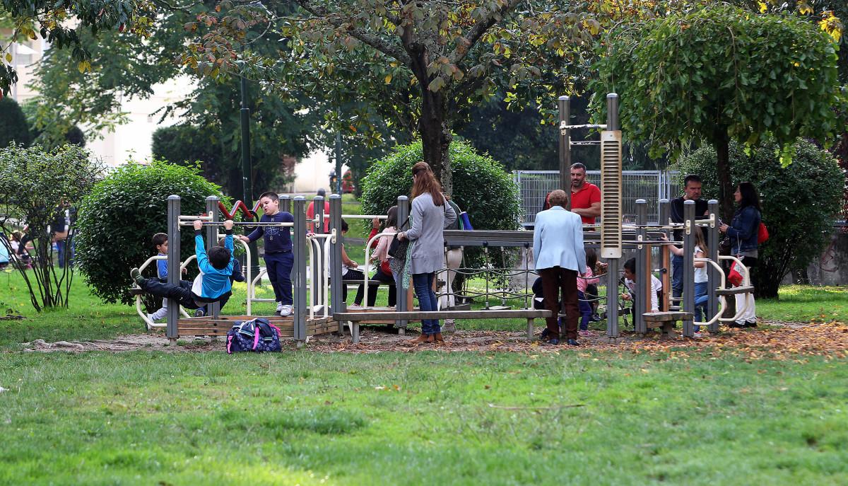 Proxectan crear un gran parque infantil de ltima for Piscina campolongo