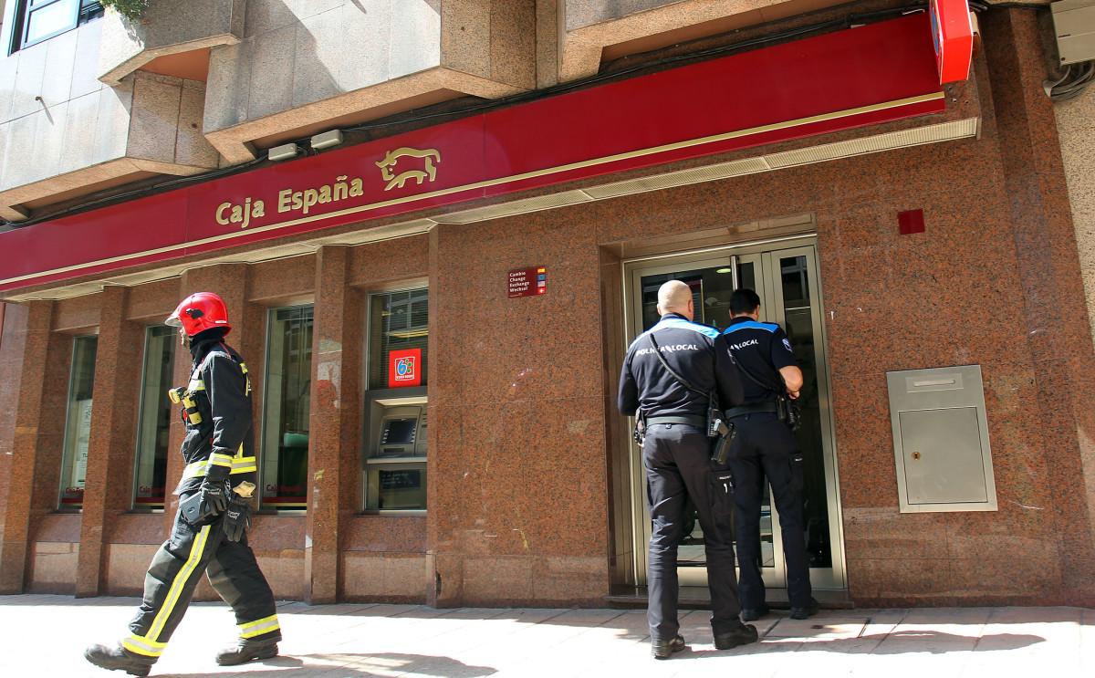 Una falsa alarma por un incendio en una oficina bancaria for Caja madrid particulares oficina internet