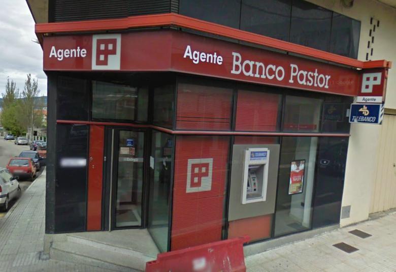 Atracan a oficina do banco pastor en seixo mar n for Oficina consumo pontevedra