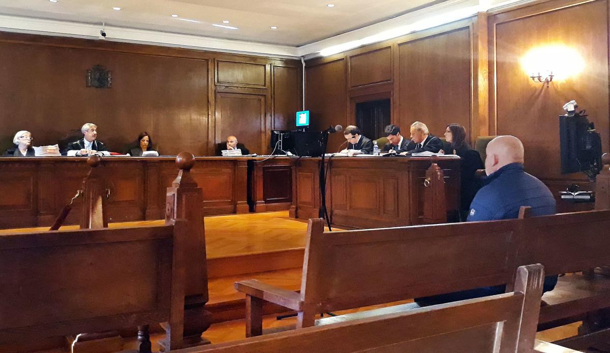 Dias Intensos Falsidade: Aprazan Nove Días Un Xuízo Por Falsidade Documental Para