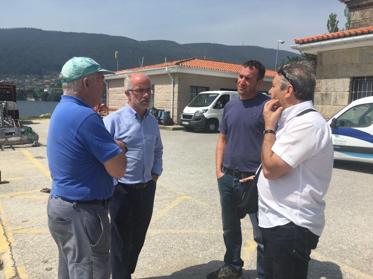 Mejoran las condiciones de trabajo en el puerto de santa cristina de cobres pontevedra viva - Trabajo en el puerto ...