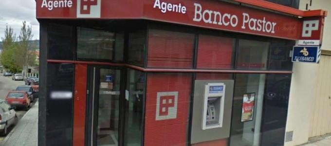 Atracan a oficina do banco pastor en seixo mar n for Oficinas banco pastor vigo