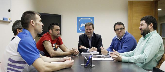Moreira promete equiparar las condiciones laborales de las for Piscina campolongo
